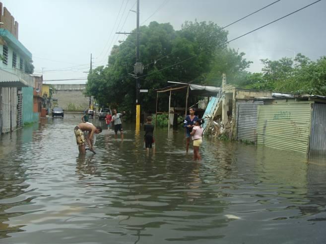Inundación en áreas aledañas al Caño Martín Peña.