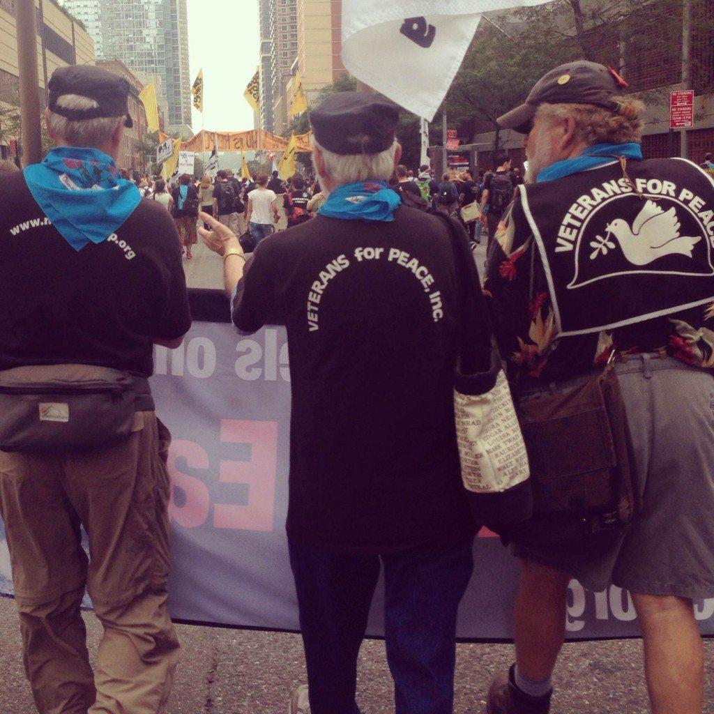 Individuos y organizaciones llegaron y marcharon por las calles de la ciudad en busca de justicia ante el desastroso cambio climático que sufre nuestro planeta. (foto por Glenda Rosado)