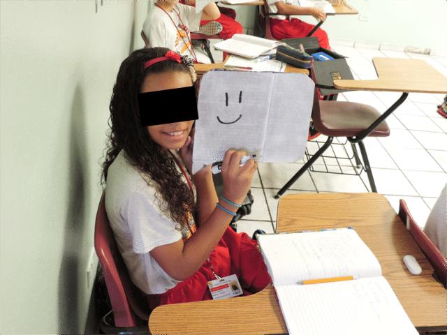 Estudiante que participó de la actividad para educar sobre la contaminación acústica. (fotos suministradas por COSUAM)