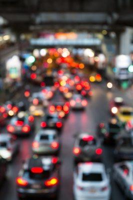 En cuanto al tiempo gastado en el trayecto hacia sus trabajos, la encuesta indica que los trabajadores se echaron unos 29.5 minutos al día moviéndose desde sus residencias hacia sus lugares de empleo en una sola dirección. (foto por  nipitphand de FreeDigitalPhotos.net)