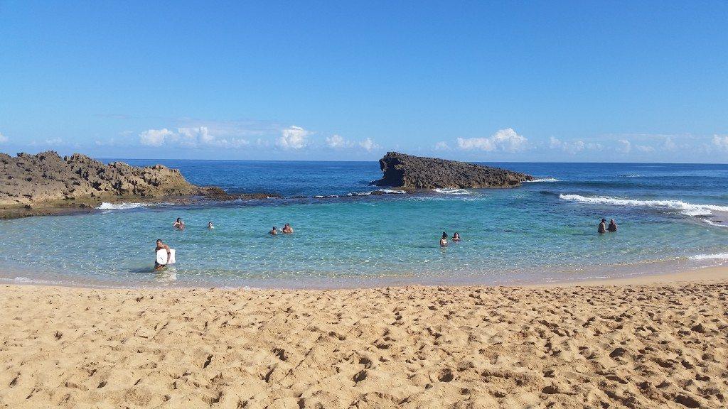 Playa Poza del Obispo, en Arecibo (fotos suministradas)