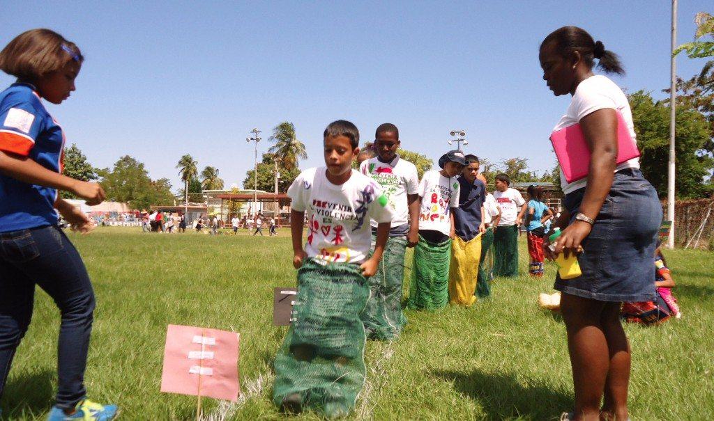 """Durante la actividad, los participantes rotaron por diferentes estaciones con dinámicas estilo """"día de juego""""."""