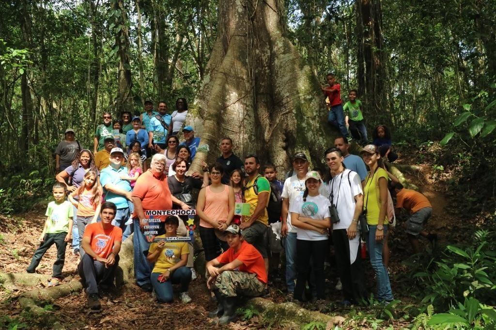 Grupo que participó del Día Nacional de las Veredas en el Bosque Estatal de Monte Choca, en Corozal. (foto suministrada)