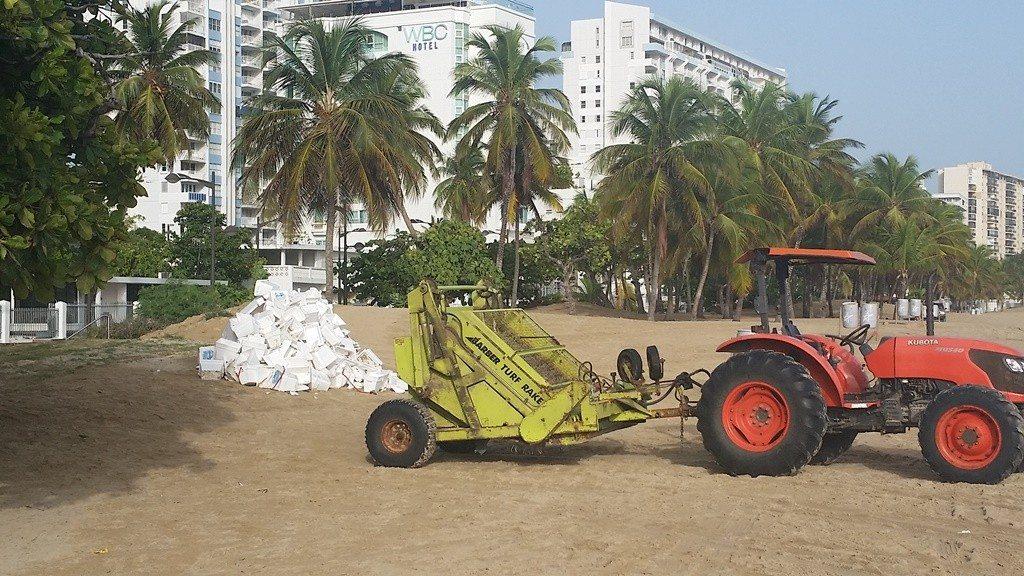 """El proyecto de la Cámara 2545 prohibiría el uso de las neveritas de """"styrofoam"""" a las playas, ríos, embalses, bahías, y lagunas. (fotos suministradas por el DRNA)"""