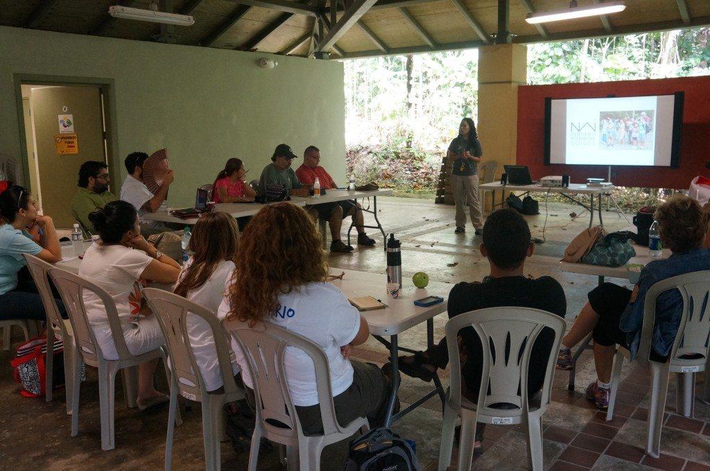 Yaritza Bobonis, intérprete ambiental del CASA ofreciendo parte del taller. (fotos suministradas)