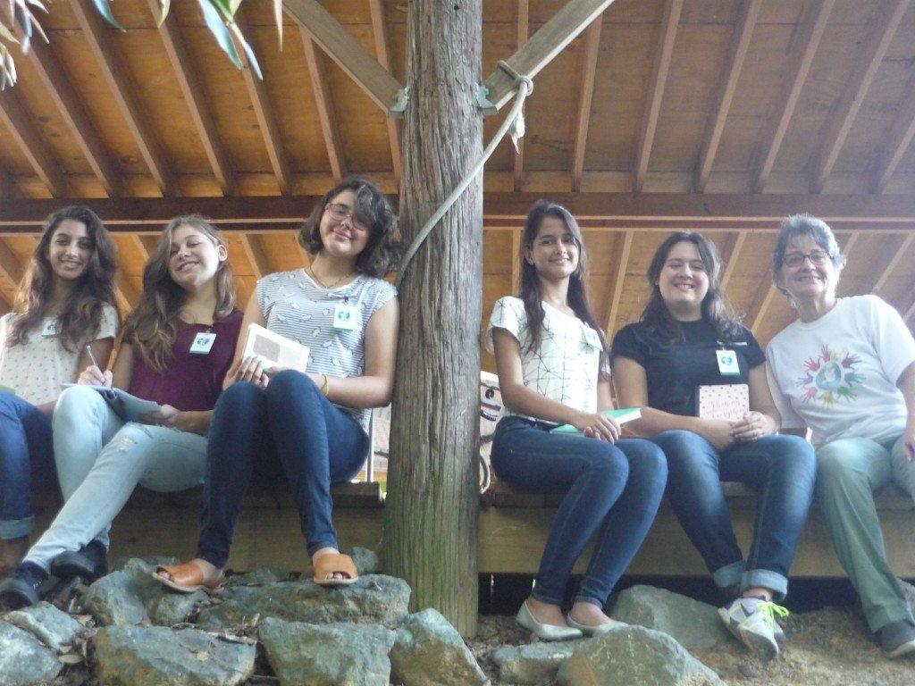 Una de las investigaciones de las estudiantes de la Secundaria Montessori está relacionada a la integración de las comunidades en la vida del río Piedras.