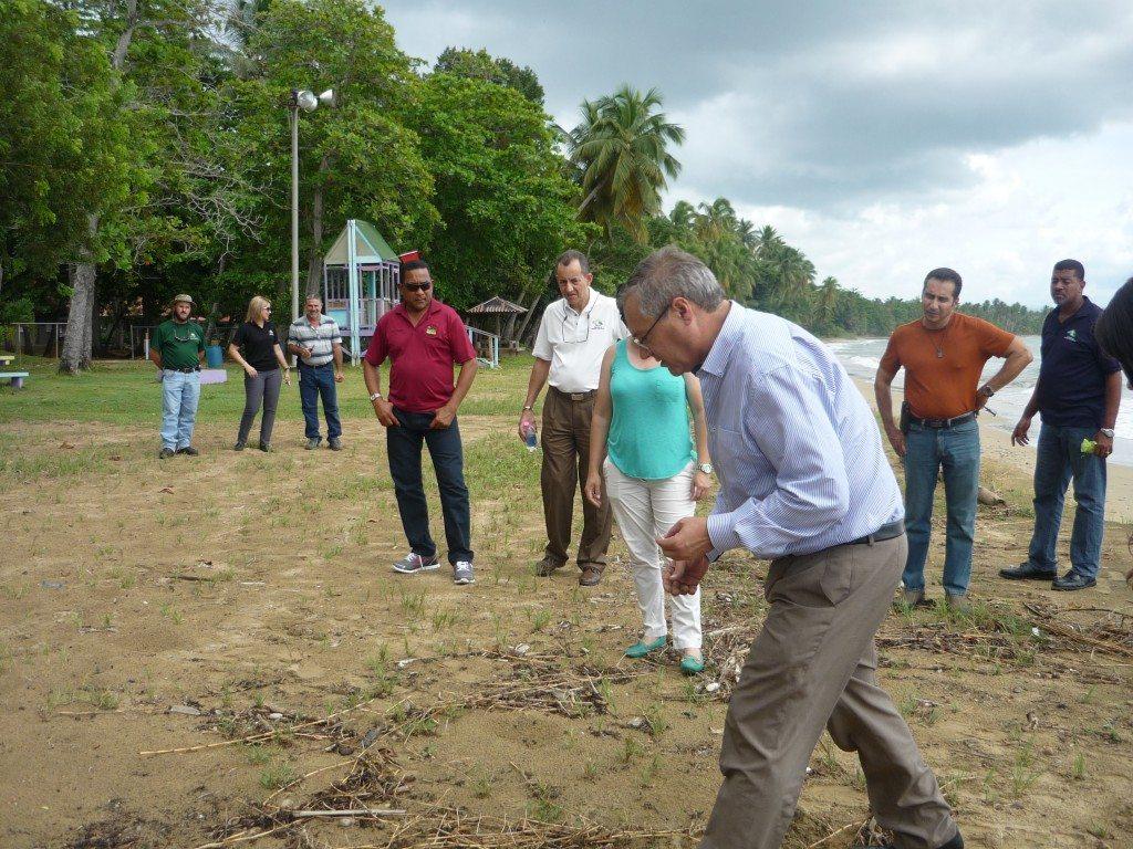 El licenciado Serafi Mercade, de España, ofreciendo uno de los ejercicios de campo. (fotos suministradas por OPAS)