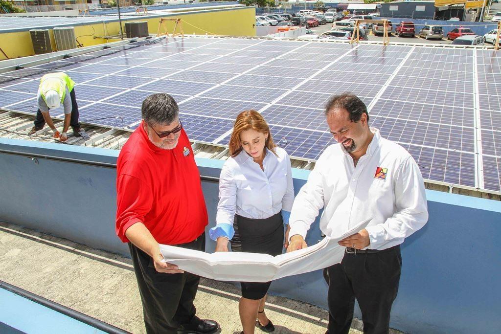 El sistema diseñado para los techos de los edificios principales de la Academia Presbiteriana en Carolina fue desarrollado por la compañía AZ Energy LLC y AIREKO Energy tuvo a su cargo la instalación. (fotos suministradas)