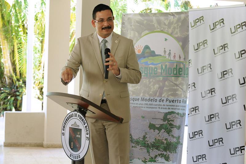 El presidente de la Universidad de Puerto Rico (UPR), Uroyoán R. Walker Ramos, se dirige a los asistentes.