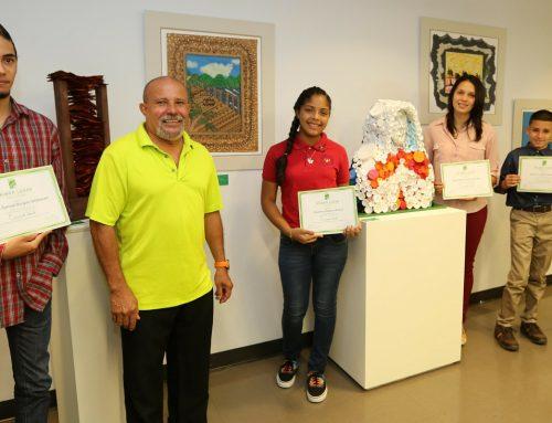 Celebran certamen de arte con material reciclado en regiones educativas del sur