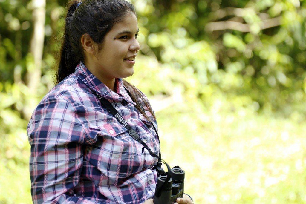 Laura Rodríguez, participa en el censo de aves del carso norteño, en el área natural protegida de Río Encantado en Ciales.