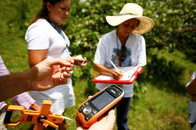 Voluntarios trabajando en el proyecto del Mapa de Vida.