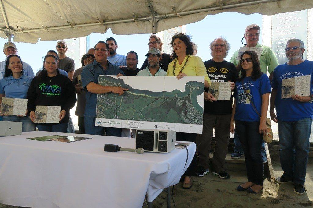 La secretaria Carmen Guerrero, endosó que se designe esa zona de playa como reserva natural. (fotos suministradas)